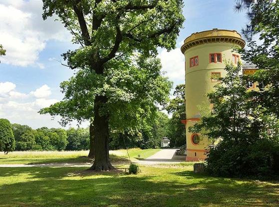 http://www.hamm-architektur-denkmalpflege.de/files/gimgs/th-21_herrnsheim_parkperspektive.jpg